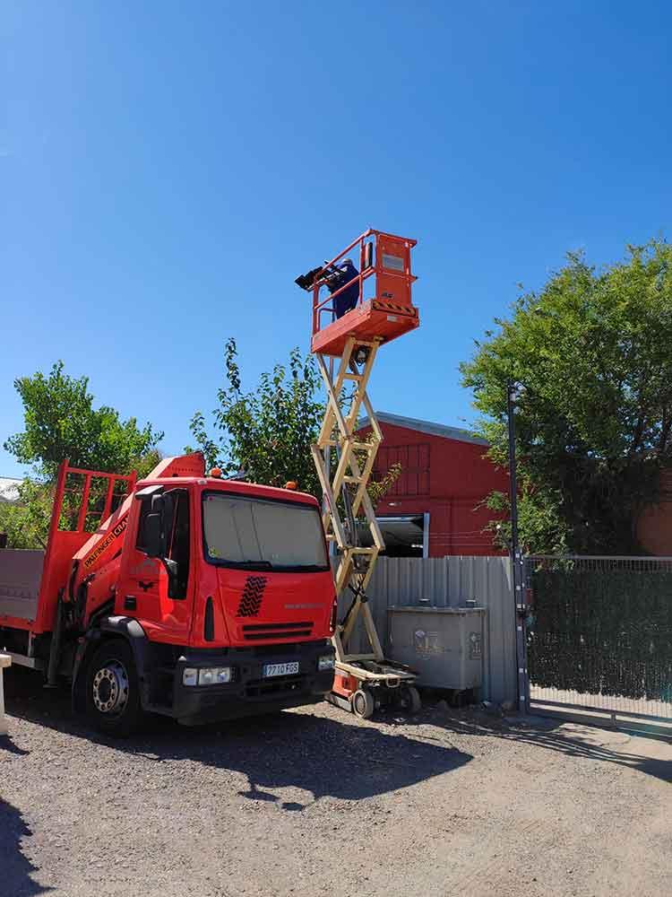 Alquiler de plataformas de tijera en Madrid